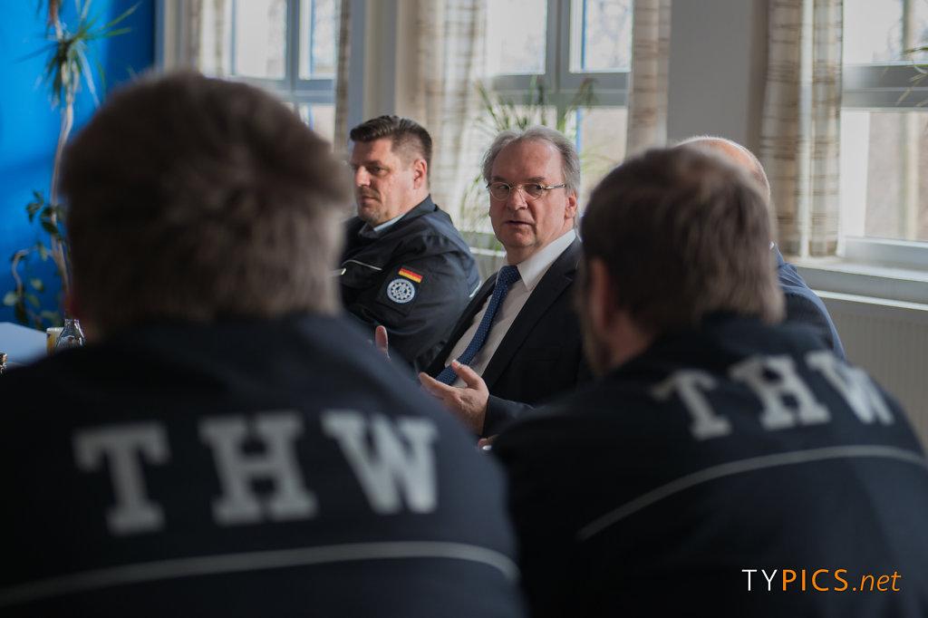 Ministerpräsident Dr. Reiner Haseloff besucht das Technische Hilfswerk in Dessau-Roßlau